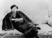 ناگفته های عجیب زنان حرمسرای قاجار: از تنبیه بدنی تا شب زفاف