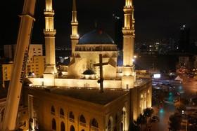 نصب صلیب روی گنبد کلیسای سنت جورج مارونی ها در لبنان