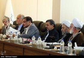 تحلیل رسانه های اصولگرا از آینده احمدی نژاد در مجمع