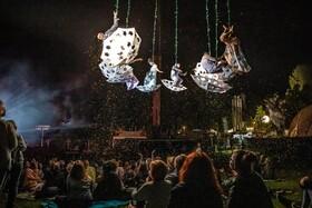 سیرکی در فضای باز در جمهوری چک نمایش می دهد
