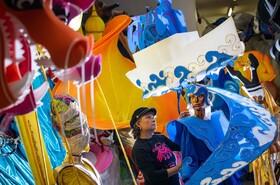 ساخت تزئینات برای جشنواره ناتینگ هیل در انگلیس