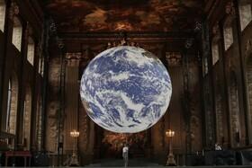 کره زمین هفت متری که با توجه به اطلاعات ناسا در کالج نیروی دریایی انگلیس در لندن ساخته شده است