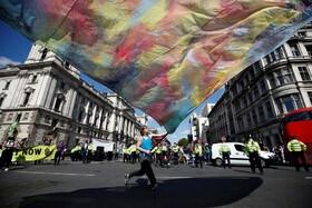 تظاهرات حامیان محیط زیست همزمان با بازگشایی مجلس انگلیس