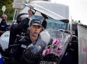تظاهرات علیه دولت در صوفه بلگراد با پرتاب تخم مرغ بسوی نیروی پلیسپ