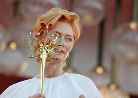 تیلدا سونتون هنرپیشه انگلیس در مراسم گشایش جشنواره ونیز در ایتالیا