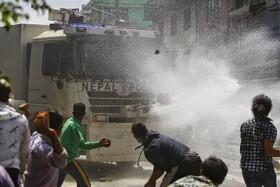 درگیری پلیس و شرکت کنندگان در مراسم مذهبی بودایی ها به دلیل رعایت نکردن مسایل بهداشتی کرونا