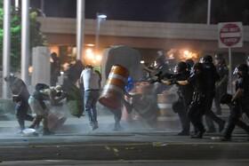 صحنه ای از درگیری میان تظاهرکندگان و پلیس در روچستر آمریکا