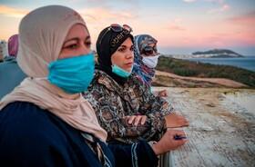 کارگران فصلی در مغرب در منطقه مرزی با اسپانیا در انتظار بازگشایی مرز برای امکان ادامه کار هستند