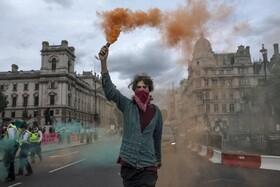 نظاهرات حامیان محیط زیست در مقابل مجلس انگلیس